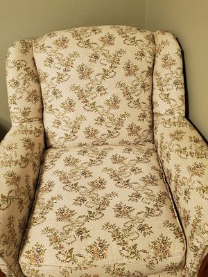 Antique chair for Sale in Youngsville, LA