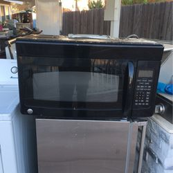 "30"" Inch Width Over The Range Microwave Excellent Condition for Sale in Fresno,  CA"