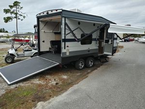 2019 17ft Conquest Toy hauler!!!! for Sale in Panama City Beach, FL