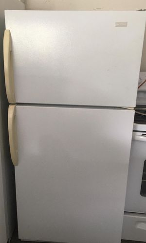 Magic Chef Refrigerator Top Freezer- Delivery Available for Sale in Mount Dora, FL