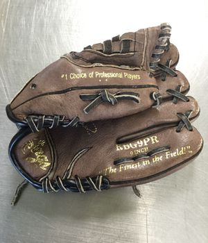 Rawlings 9 Inch Right Hand Throw Baseball Glove for Sale in Matawan, NJ