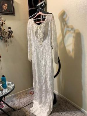 Beautiful white wedding dress with Spanish veil size 8 for Sale in Westminster, CA