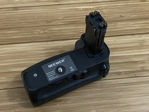 Canon 5D Mark IV Battery Grip (Neewer Brand) for Sale in Los Angeles, CA