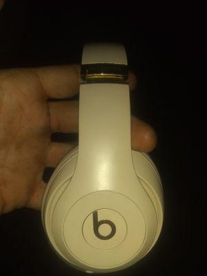 Beats studio 3 100 obo for Sale in Las Vegas, NV