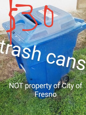 30 gallon trash can with wheels. for Sale in Fresno, CA