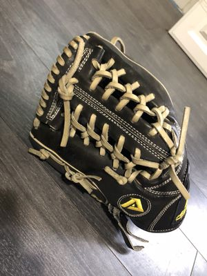 Akadema Left-Handed Baseball Pitcher's Glove for Sale in Beverly, MA