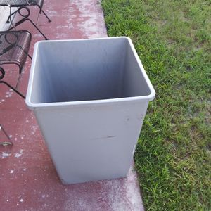 Rubbermaid 3958 can. Use Polyline No. 5008. $10each. Or $15 x 2 for Sale in Tampa, FL