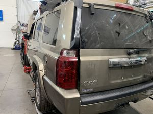 2006 JEEP COMMANDER 5.7L PARTS BAD ENGINE for Sale in Philadelphia, PA