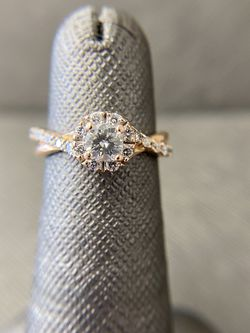 10K Rose Gold Engagement Wedding Ring for Sale in Miami,  FL