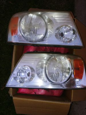 2005 Ford F150 OEM Headlight Assy for Sale in Bakersfield, CA