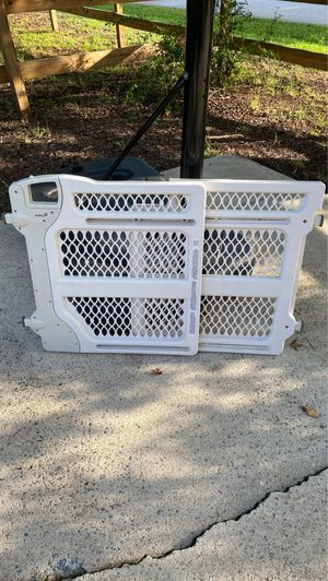 Safety 1st baby toddler gate for Sale in Simpsonville, SC