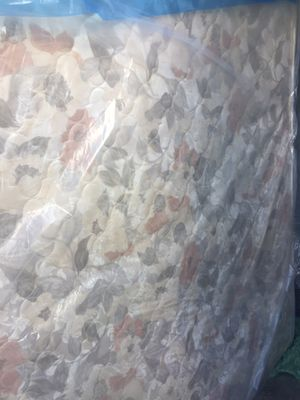 Queen mattress in excellent condition for Sale in Miami Lakes, FL