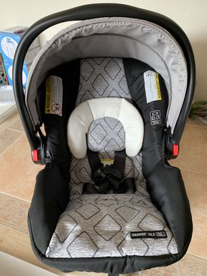 Graco click connect car seat for Sale in San Diego, CA