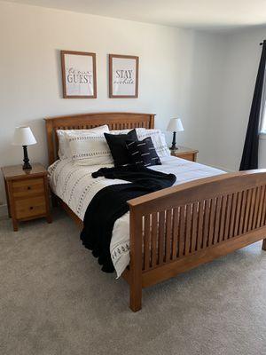 Solid wood queen bedroom set for Sale in Des Moines, WA