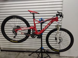 "Mountain bike Gt sensor expert 2014 (M/L) 27.5"" tires. with upgrades for Sale in Atlanta, GA"