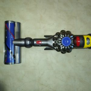 DYSON V8 ANIMAL CORDLESS VACUUM CLEANER for Sale in Aberdeen, WA