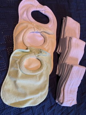 3 Bibs for newborns and 9 burp clothes/cloth diaper liners for Sale in Atascocita, TX