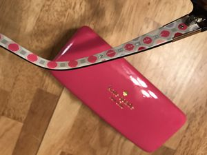 Kate spade sunglasses w pink case for Sale in Valrico, FL