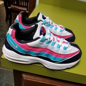 Girls nike Air Max Size 2y for Sale in Indianapolis, IN