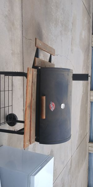 Char griller smoker pretty good condition pickup in Reseda for Sale in Los Angeles, CA