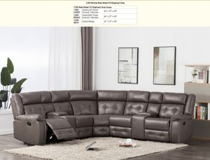 Nice reclainer sectional for Sale in Auburn, WA