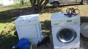 Bosch stacable washer n dryer for Sale in San Antonio, TX