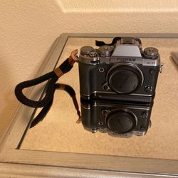 Fujifilm XT-1 (with Accessories) for Sale in Los Gatos,  CA