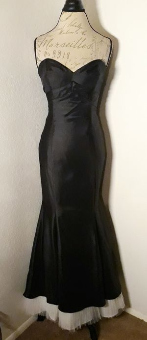 Black Strapless Taffetta Mermaid Style Formal Dress With White Tule Bottom Sz 10 for Sale in Las Vegas, NV