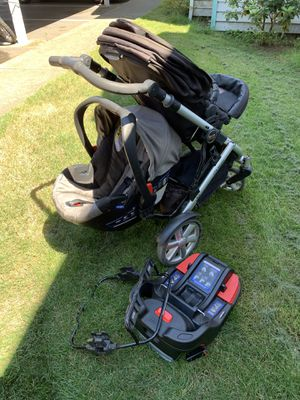 Britax double stroller with infant car seat for Sale in Klamath Falls, OR