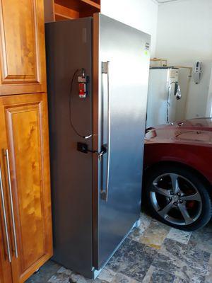 Nevera marca frigidaire profesional en muy buena condiciones solo una unidad refrijerador no tiene freezer.. for Sale in Miami, FL
