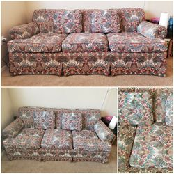 Floral Couch or Sofa ( 3 Seater With 2 Cushions ) for Sale in Phoenix,  AZ