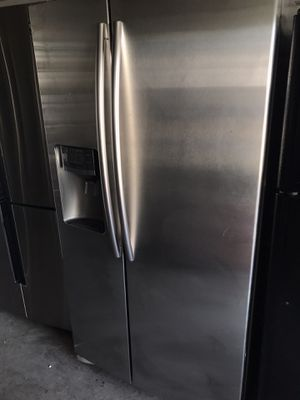 Samsung SIDE BY SIDE Stainless steel refrigerator for Sale in Santa Ana, CA