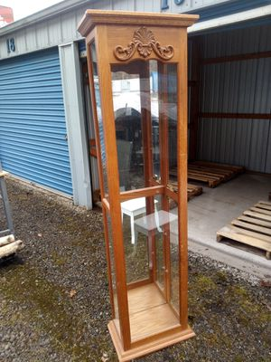 Curio cabinet for Sale in McKees Rocks, PA