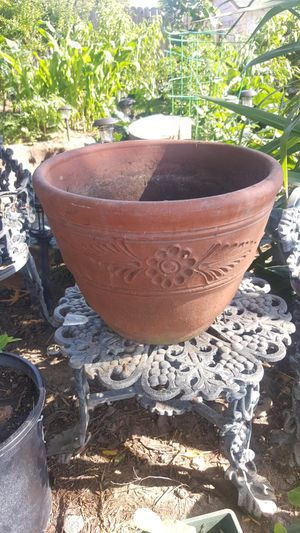 25 GALLON CLAY POT 12IN. HEIGHT for Sale in San Diego, CA