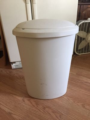 Kitchen trash can. Make offer for Sale in St. Louis, MO