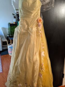 Yellow, Flower Applique Prom Dress (Size 4) for Sale in Reston,  VA