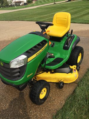 D140 John Deere lawn tractor for Sale in Weldon Spring, MO