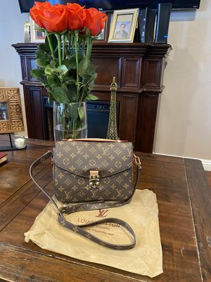 Brown crossbody messenger bag for Sale in Simi Valley, CA