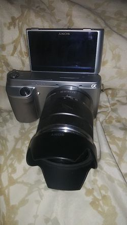 Sony Alpha NEX-F3 16.1MP Digital Camera - Silver (Kit w/ 18-55mm Lens) for Sale in Altamonte Springs,  FL