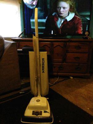 Eureka vacuum needs belt for Sale in Reedley, CA