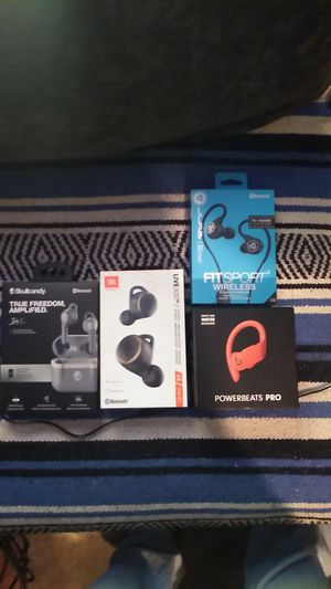 Power beats pro,jbl Harman,jlabs,and skull candy wireless earbuds for Sale in Las Vegas, NV