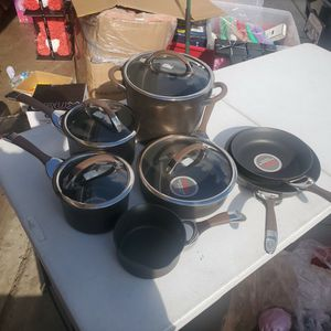 Circulon 11 Piece COOKWARE SET $120 New NO BOX minor Scratches Due to No Box But Its NEW for Sale in March Air Reserve Base, CA