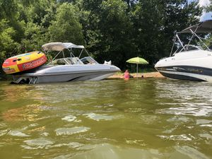 2001 Tahoe deck boat 5.7 heavy Chevy for Sale in St. Louis, MO