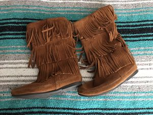 Minnetonka fringe boots for Sale in Romoland, CA
