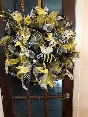 Brand new Bee Wreath for Sale in Harvey, LA