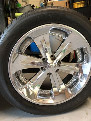 22 inch chrome FOOSE tires and rims for Sale in Alafaya, FL