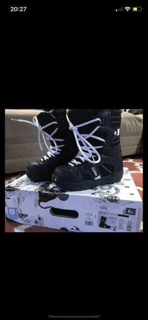 Snowboarding women boots (burton) for Sale in Riverside, CA