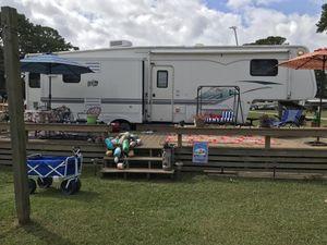 CAMPER—Keystone Montana 3295RK 5th Wheel Camper for Sale in Currituck, NC