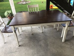 Dining room/Kitchen table and chairs for Sale in Fontana, CA