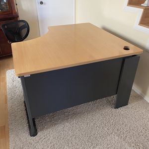 Desk With Chair for Sale in Cerritos, CA